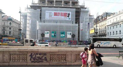 Carteles de 'Billy Elliot' en la Ópera de Budapest.