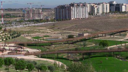 Vistas del barrio de Valdebebas (Madrid) desde su Parque Forestal.