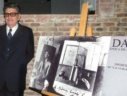 Santos Torroella en 1994 en una imagen durante la exposición dedicada a la época de Dalí en Madrid.