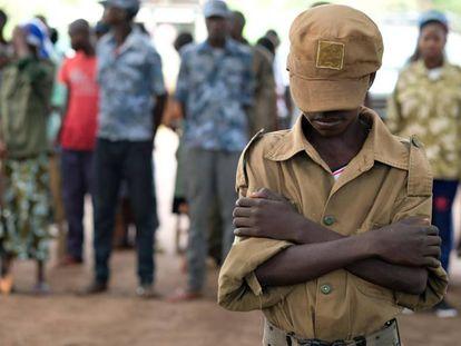 Jackson (nombre ficticio) de 13 años, durante una ceremonia en la que se liberó a niños soldado de los grupos armados el pasado 17 de abril en Yambio, Sudán del Sur.