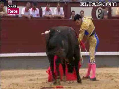 """El torero castellano protagonizó momentos brillantes ante un manso encastado. Diego Urdiales y Miguel Tendero pasan desapercibidos por el mal juego del ganado. <a href=""""http://www.elpais.com/toros/feria-de-san-isidro/""""><b>Vídeos de la Feria de San Isidro</b></a>"""