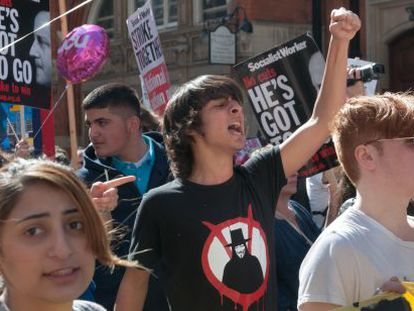 Protesta estudiantil contra los recortes en el Departamento de Educación, el pasado mes de marzo en Londres.