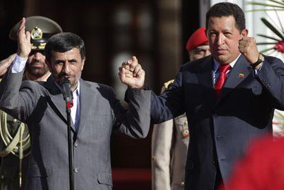 Los presidentes de Irán y Venezuela, Mahmud Ahmadineyad y Hugo Chávez