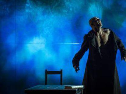Joel Joan como el monstruo de Frankenstein.
