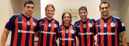 Los jugadores de San Lorenzo con la nueva camiseta