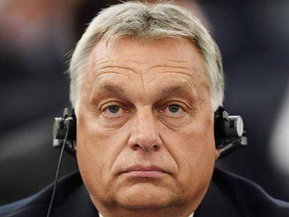 El primer ministro Viktor Orbán escucha las intervenciones en el Parlamento Europeo el pasado día 11.