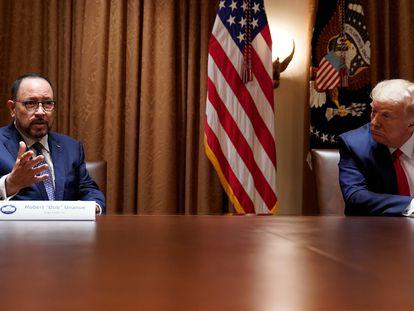 Robert Unanue, presidente de Goya Foods, con Donald Trump en Washington el pasado 9 de julio.