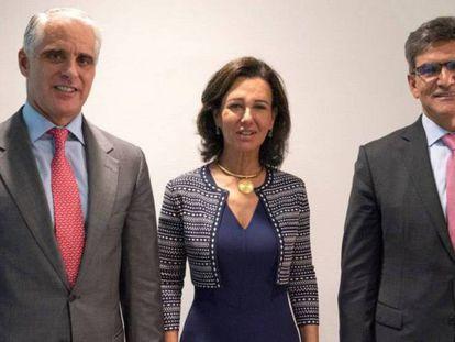 Andrea Orcel, Ana Botín y José Antonio Álvarez posan cuando anunciaron el fichaje del ex de UBS.
