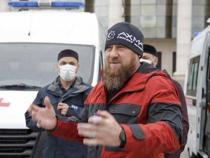Kadírov habla durante la presentación de nuevas ambulancias en Grozni, el 9 de mayo.