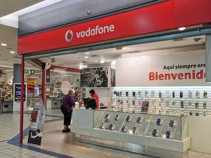 Una tienda de Vodafone, en Madrid.