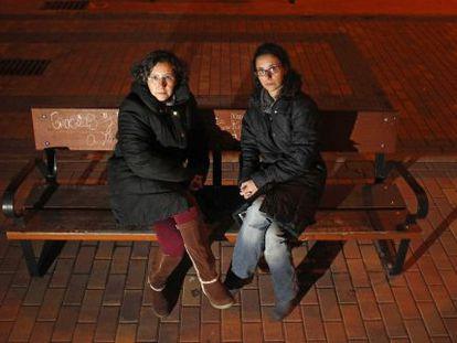 Las hermanas Ángel, cuyo padre murió tras ser operado en la UCI e infectado por la bacteria.