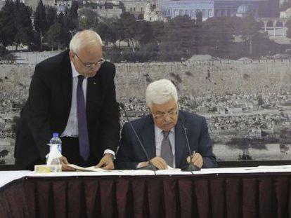 Abbas, durante la firma de la adhesión palestina a la Corte Penal Internacional.