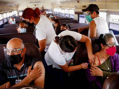 La vacunación a trabajadores de las maquilas de Ciudad Juárez, en imágenes