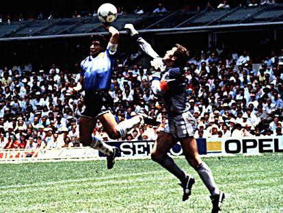 Maradona y 'la mano de Dios' ante Inglaterra, en el Mundial de México 86.