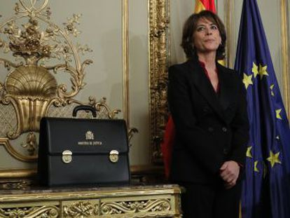 La oposición y la Asociación de Fiscales, conservadora y mayoritaria, critican la decisión de Sánchez y acusan al Ejecutivo de no respetar la división de poderes