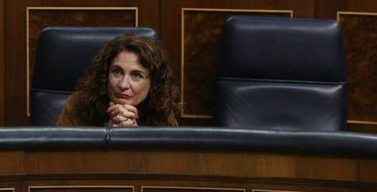 La ministra de Hacienda, Maria Jesús Montero, en el pleno del Congreso de los Diputados