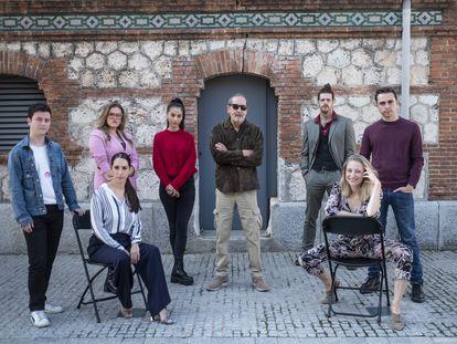 El reparto de la obra de teatro '¿Que no...?', dirigida por Jesús Cracio (en el centro), que se representa en las Naves del Español del Matadero.