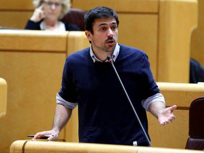 Espinar durante una sesión de control al Gobierno en el Senado.