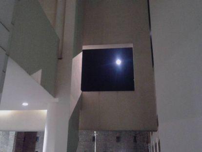 La luna, anoche en el Macba durante la Nit dels Museus.