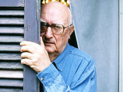 El escritor Andrea Camilleri (1925 - 2019), fotografiado en Roma en el año 2000.