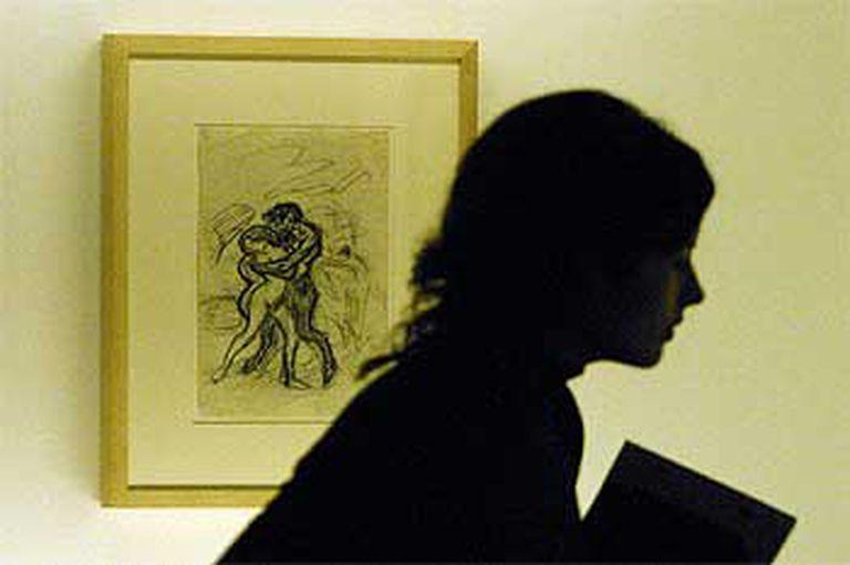 <i>La violación,</i> de Picasso, en la exposición <i>El salvaje europeo</i>.