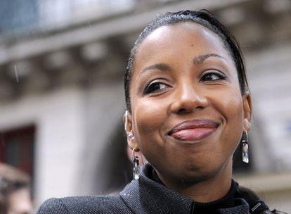 La escritora Marie NDiaye ha obtenido el Goncourt con la novela <i>Trois femmes puissantes</i>.