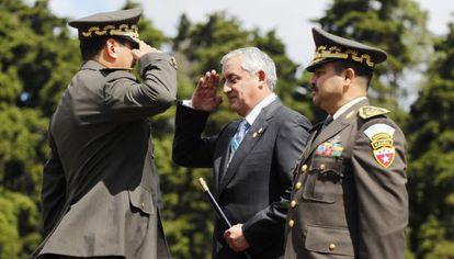 Otto Pérez Molina toma posesión como comandante general del Ejército.