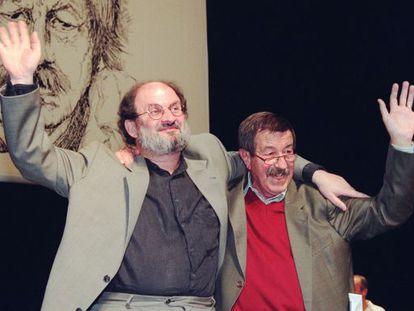 Salman Rushdie y Günter Grass, en la fiesta del 70 cumpleaños del escritor alemán celebrada en Hamburgo, en 1997.