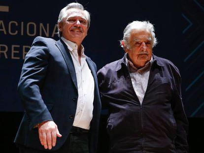 Alberto Fernández junto a José Mujica en una conferencia este viernes.