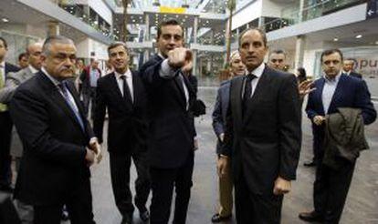 Ángel Acebes (segundo por la izquierda), Costa, Camps y tras él, Luis Bárcenas, en abril de 2008.