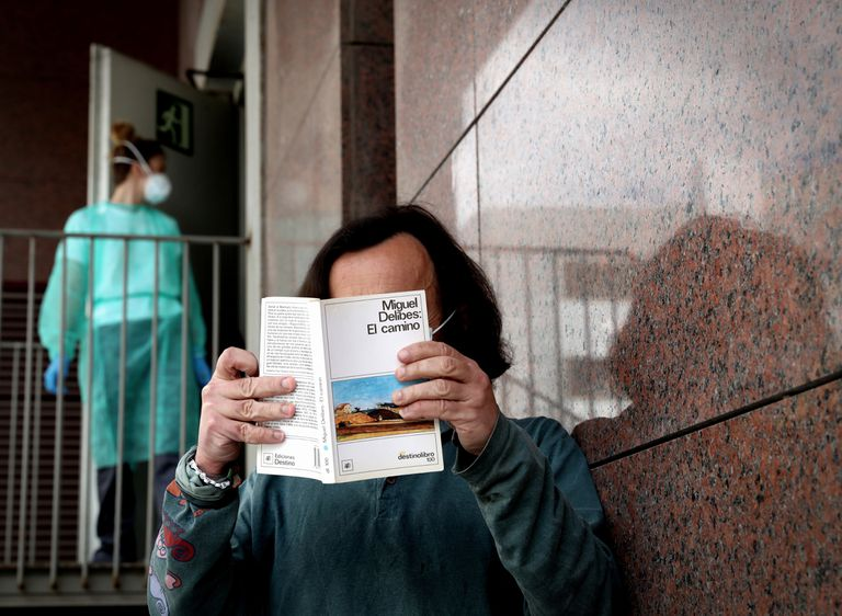 Jesús, uno de los pacientes ingresados en el hotel Holiday Inn Madrid-Las Tablas, en la capital.