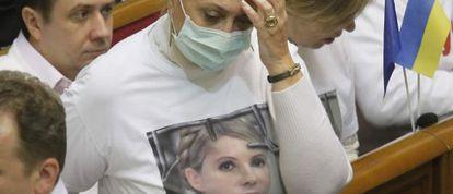Una diputada de la oposición con una camiseta de Timoshenko.