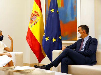 Yolanda Díaz y Pedro Sánchez, reunidos antes del Consejo de Ministros extraordinario que aprobó los Presupuestos este jueves.