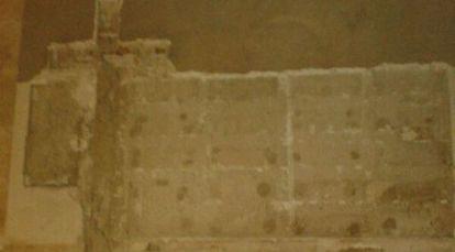 La fachada de la basílica de Aspe con los nombres de los falangistas borrados.
