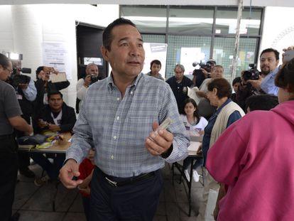 Luis Miranda, secretario de Desarrollo Social, no pudo votar porque su credencial no estaba vigente.