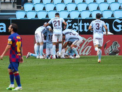 Los jugadores del Celta celebran el gol de Aspas ante el Barça este sábado en Balaídos.