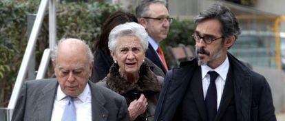 Jordi Pujol y Marta Ferrusola salen de la Audiencia Nacional tras prestar declaracion.