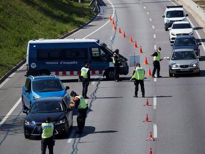 Control de movilidad de los Mossos d'Esquadra durante el Estado de Alarma, en marzo pasado.
