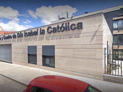 La fachada de la residencia y centro de día Isabel la Católica de Madrid.