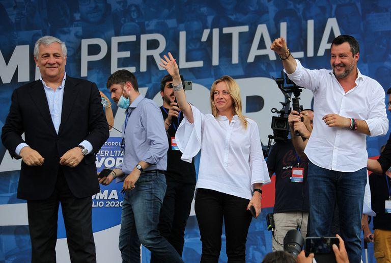 Los líderes de la coalición de derechas, en un mitin este fin de semana. De izquierda a derecha: Antonio Tajani (Forza Italia), Giorgia Meloni (Hermanos de Italia) y Matteo Salvini (La