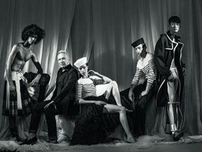 El  enfant terrible  de la moda, el diseñador que puso falda al hombre y conos en los pechos de Madonna, anunció ayer por sorpresa su retirada