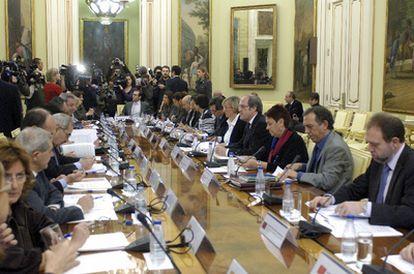 El ministro de Educación, Ángel Gabilondo, durante su reunión hoy en Madrid con la Conferencia Sectorial de Educación y Consejeros de Universidades