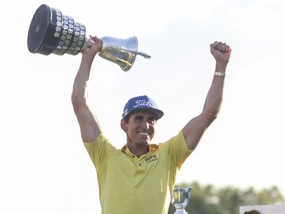 Rafa Cabrera, con el trofeo.