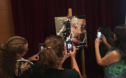 El retrato pintado por Lita Cabellut después de ser maltratado por la propia artista.