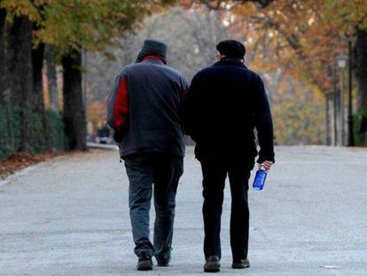 Dos jubilados, en una foto de archivo en Madrid.