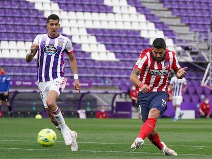 Suárez marca el gol de la remontada ante el Valladolid, este sábado en Zorrilla.