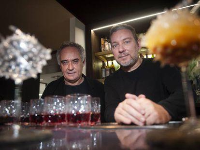 Ferran y Albert Adrià, en la presentacion del primer volumen de ''El Sapiens de los Cocteles, Cocteleria y Bartenders'