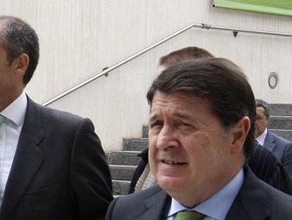 Los expresidentes Francisco Camps y José Luis Olivas.