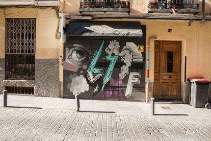 La fachada de Furiosa Gallery, con grafitis de Wist.