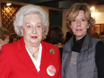 Pilar de Borbón, en 2018, junto a su hija Simoneta en El Rastrillo (Madrid). En vídeo, repaso a la vida de la Infanta. GTRESONLINE/EPV